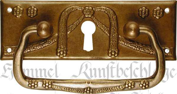 Griffbeschlag mit Schlüsselloch, Messing patiniert, Möbel Beschläge Jugendstil, antike Möbelgriffe Messing