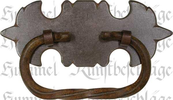 Truhengriffe antike aus Eisen gefertigt, dann gerostet und gewachst. Mit Splinten zum innen umbiegen und einschlagen.