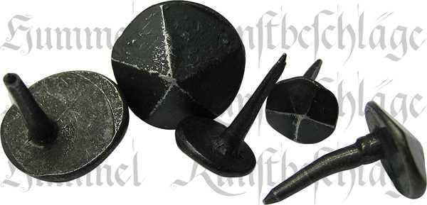 Ziernägel 13mm in Eisen gehämmert, schmiedeeisen, schwarz, antik, alt, geschmiedet, schönes altes Aussehen