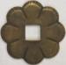 Rosette, Messing patiniert. Aus Blech gestanzt und geprägt. Zum Kombinieren mit Knöpfen oder Ringen.